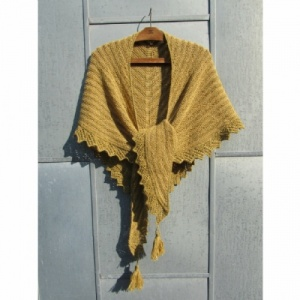 Isager Yarns knitted shawl kit CAMOMILLE -burned red