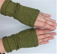 ITO silk wrist warmers green